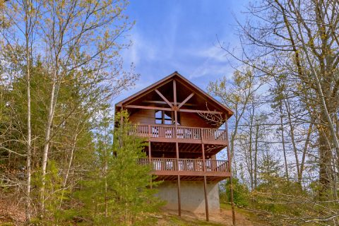 Spacious 1 Bedroom Cabin with View Sleeps 4 - Ah-Mazing