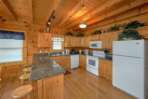 7 Bedroom Pigeon Forge cabin with full kitchen - Alexander the Great