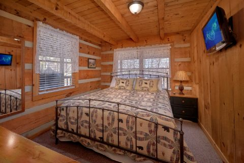 Private King bedroom in 1 bedroom cabin - All By Grace