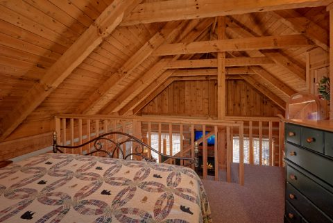 King Bedroom loft in 1 bedroom cabin - All By Grace