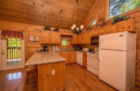 Cabin with Fully Equipped Kitchen - Almost Heaven