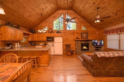 Cabin with Dining Table - Almost Heaven