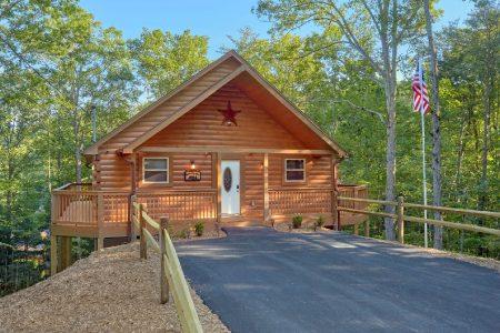 Livin' Lodge: 3 Bedroom sevierville Cabin Rental