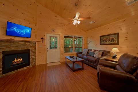 Spacious 3 Bedroom Cabin with Large Living Area - Almost Paradise