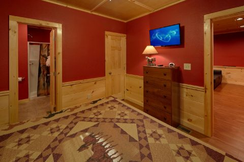 King Bedroom with Flatscreen TV - Almost Paradise