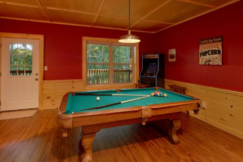 Luxury 3 Bedroom Cabin with Pool Table - Almost Paradise