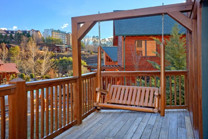 2 Bedroom Cabin Sleeps 8 with Swing - Almost There