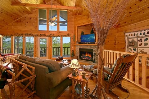 Luxurious Cabin that Features a Gas Fireplace - Alone at Last