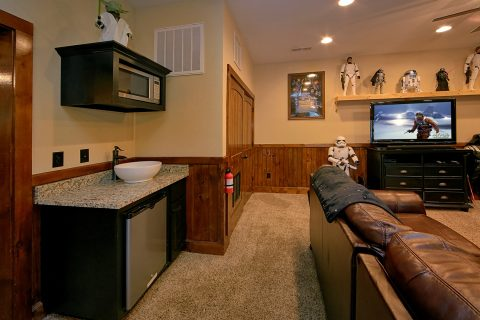 6 Bedroom Cabin with Kitchenette in Game Room - Alpine Mountain Lodge