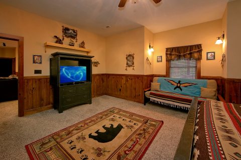 6 Bedroom cabin with 4 Futons and 5 King Beds - Alpine Mountain Lodge