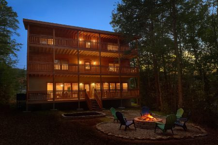Wilderness Lodge: 6 Bedroom Sevierville Cabin Rental