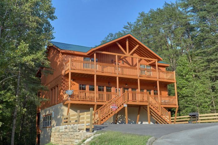 Luxury 6 Bedroom Cabin with View and Fire Pit - Amazing Grace