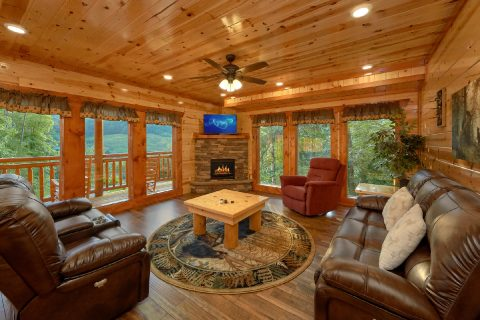 6 Bedroom Cabin with Fireplace and TV Sleeps 16 - Amazing Grace