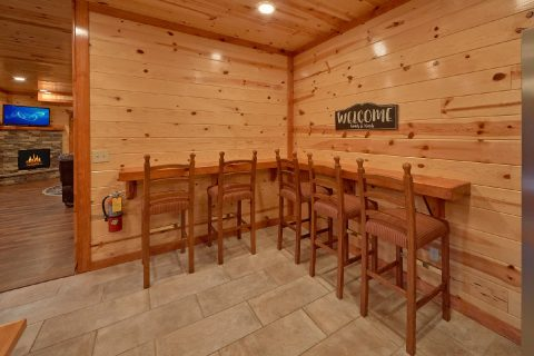 Spacious 6 Bedroom Cabin with Bar Dining Table - Amazing Grace
