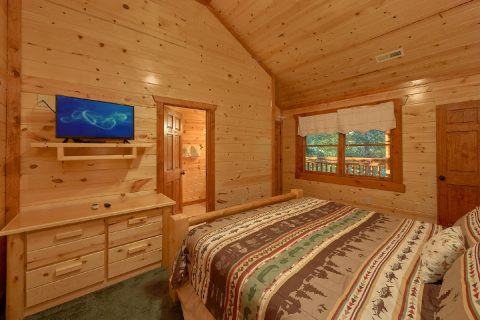King Bedroom with Flatscreen TV - Amazing Grace