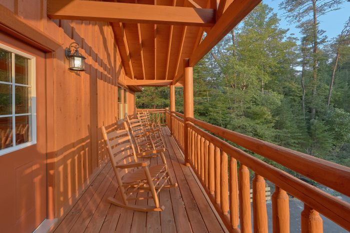 Luxury Cabin with View and Rocking Chairs - Amazing Grace