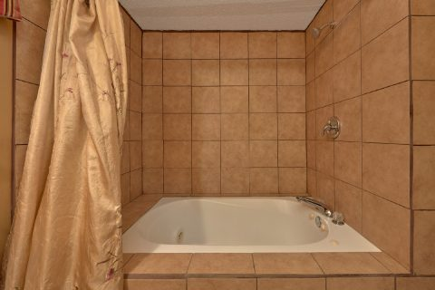 King Master Suite with Jacuzzi Tub - Amazing Grace II