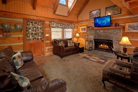 Pigeon Forge cabin with wood burning fireplace - Amazing Majestic Oaks