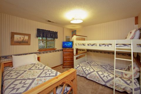 Cabin with Twin Bunk Beds - Amazing Majestic Oaks