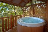 1 Bedroom Cabin Sleeps 6 with Private Hot Tub