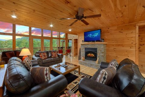 Premium 5 bedroom cabin with fireplace and Views - Amazing Views to Remember