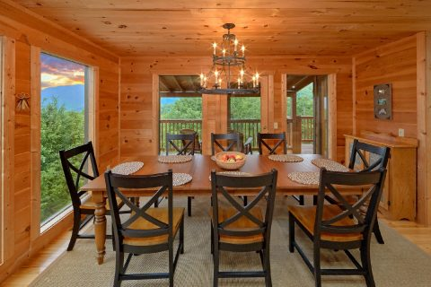 Luxurious 5 bedroom cabin with large dining room - Amazing Views to Remember