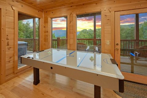 5 Bedroom Cabin with game room and air hockey - Amazing Views to Remember