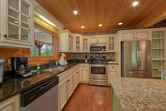 Luxurious Kitchen with Granite Counters in Cabin - American Dream Lodge