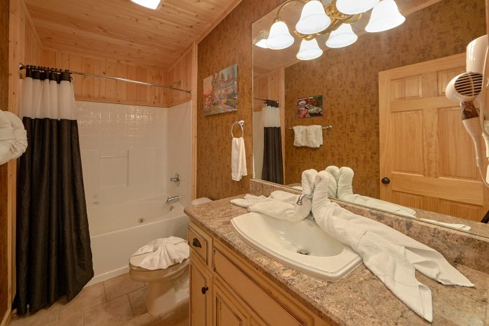 6 Bedroom Cabin with Spacious Private Bathrooms - American Dream Lodge