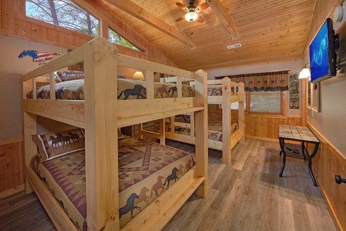 6 Bedroom Cabin with 2 sets of Queen Bunk Beds - American Dream Lodge