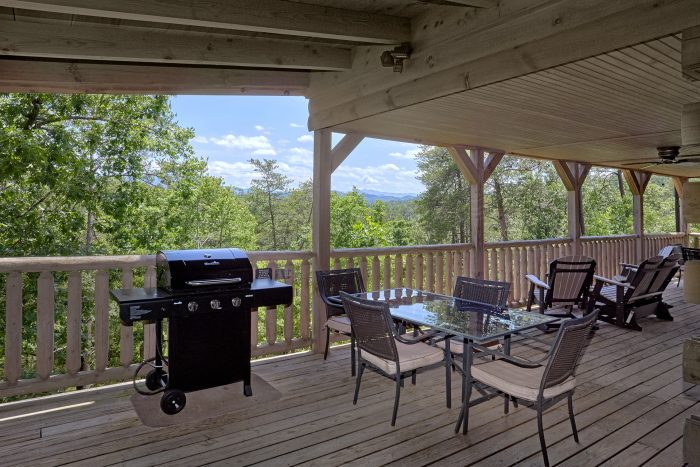 6 Bedroom Cabin with Gas Grill and Covered Deck - American Dream Lodge