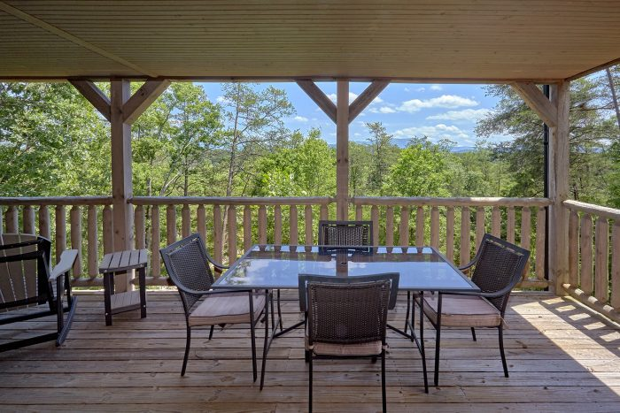 Cabin with Hot Tub and Deck facing Mountain View - American Dream Lodge
