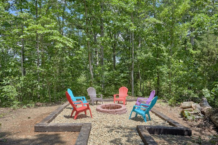 6 Bedroom Cabin with Outdoor Fire Pit Area - American Dream Lodge