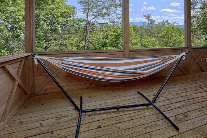 Cabin with Hammock, Fire Pit and Mountain Views - American Dream Lodge