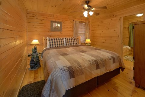Main Floor Bedroom Gatlinburg Cabin Sleeps 8 - American Honey
