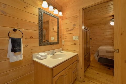Master Suite with Full Bathroom Gatlinburg Cabin - American Honey