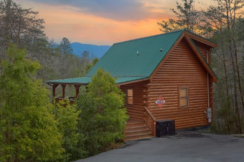 Gatlinburg 3 Bedroom 3 Bath Sleeps 8 Cabin - American Honey