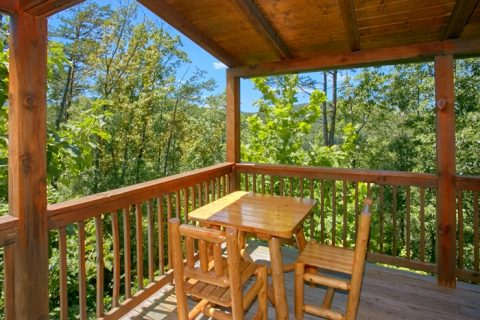 2 Bedroom Cabin with outdoor Dining Area - American Pie 2