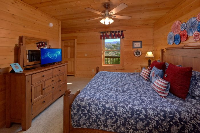 Pigeon Forge Cabin with Private Deck and Hot Tub - American Pie