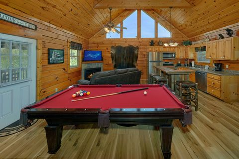 1 bedroom cabin with a pool table - Angel Haven