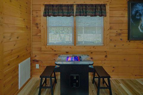 1 bedroom pigeon forge rental with arcade game - Angel Haven