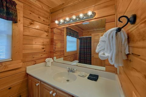 1 bedroom cabin with 2 full bathrooms - Angel Haven