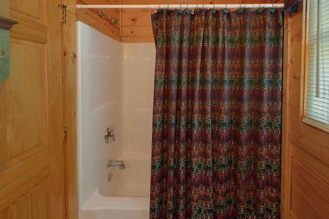 Cozy honeymoon cabin with 2 full bathrooms - Angel Haven