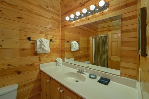 1 bedroom cabin with private master bath - Angel Haven