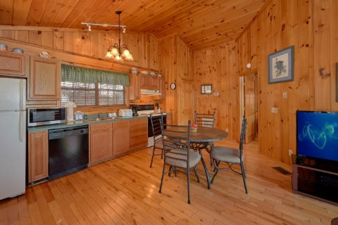 Mountain Views 1 Bedroom Cabin Sleeps 4 - Angels Attic
