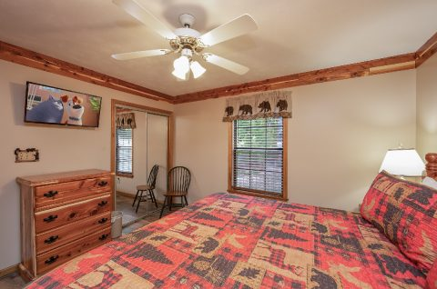 King Bedroom with Flatscreen TV - Appalachian Bear Den