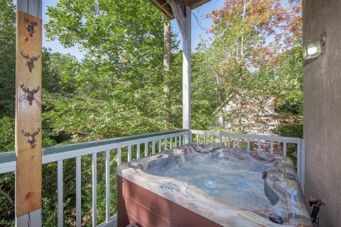 Pigeon Forge 3 Bedroom Cabin with Hot Tub - Appalachian Bear Den