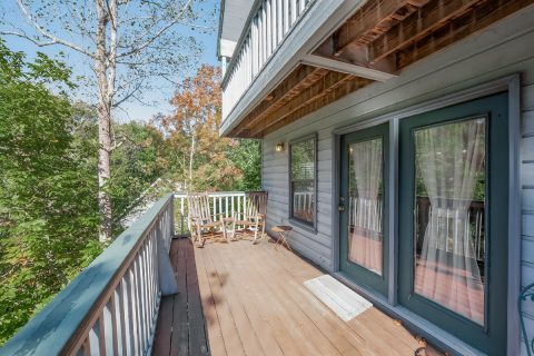 3 Bedroom Cabin Pigeon Forge with Private Deck - Appalachian Bear Den