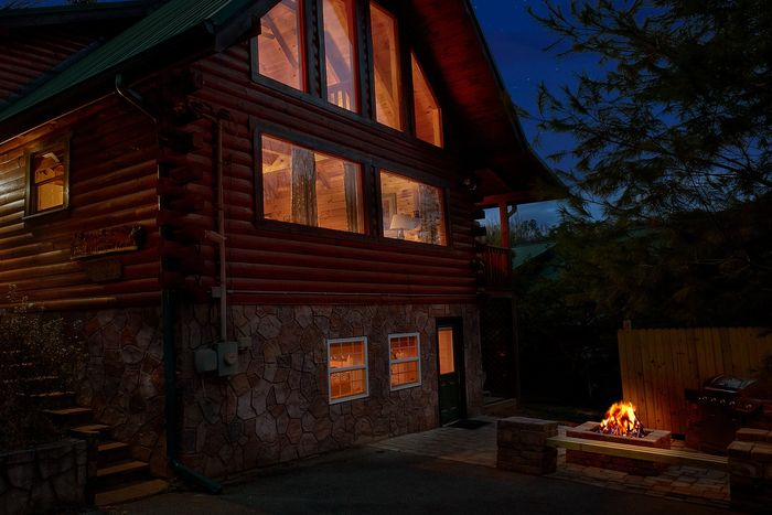 Luxurious wears valley cabin with fire pit - April's Diamond