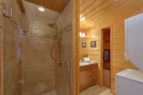Luxurious Private Bathroom with Stone shower - April's Diamond